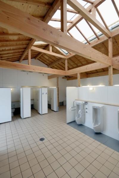男子トイレです。 (マザー牧場・まきばトイレ)