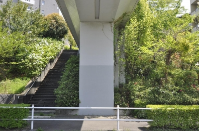 鶴牧西公園歩道橋 (橋台1)