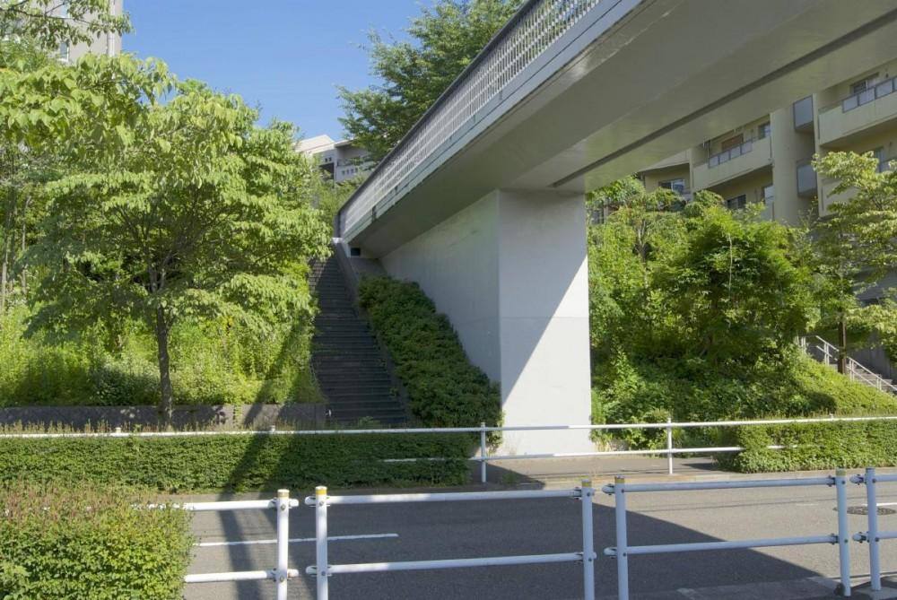 鶴牧西公園歩道橋 (橋台2)