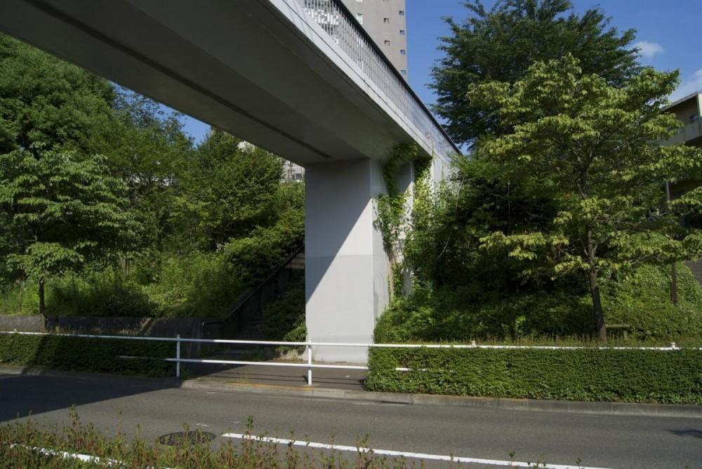 鶴牧西公園歩道橋 (橋台3)