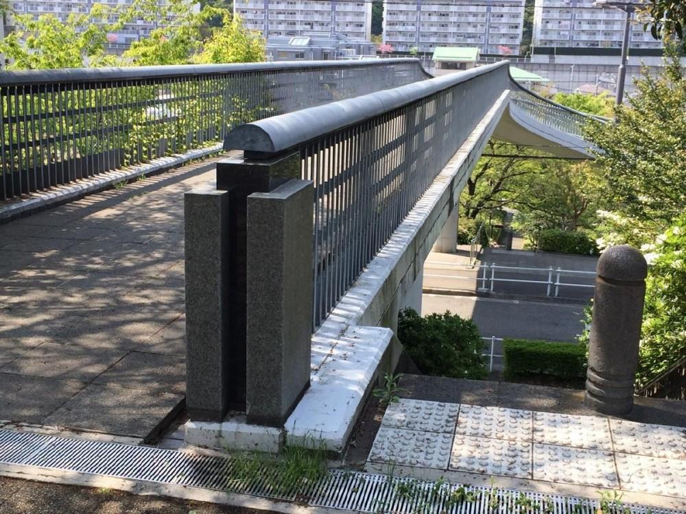 鶴牧西公園歩道橋 (親柱1)