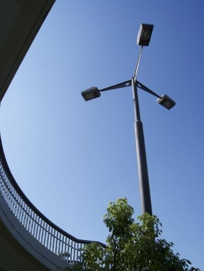 ハイポール照明2 (鶴牧西公園歩道橋)