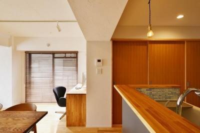引き戸 仕切り (MUJIの家具で最初から計画する 子どもを見守る間取りと自然素材の家)