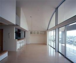 カーサカーラY邸 (屋内空間と連続し一体化した魅力的な空間)