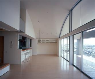 カーサカーラY邸の部屋 屋内空間と連続し一体化した魅力的な空間