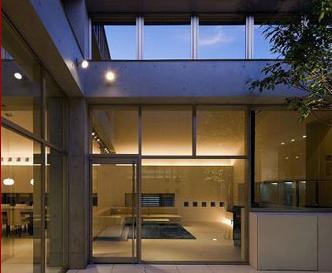 奈良登美ヶ丘F邸の写真 「第二のリビング」としての中庭