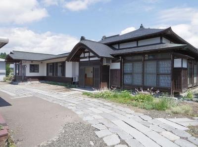 神山の家 (アプローチから)