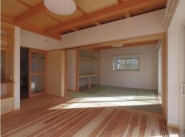 たつみの家 (居間から和室を見る)