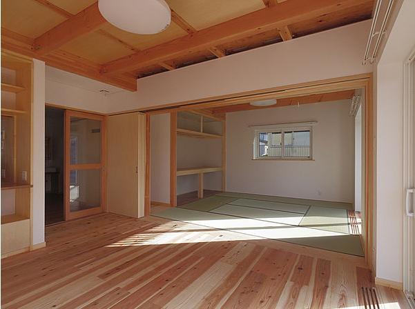 たつみの家の部屋 居間から和室を見る
