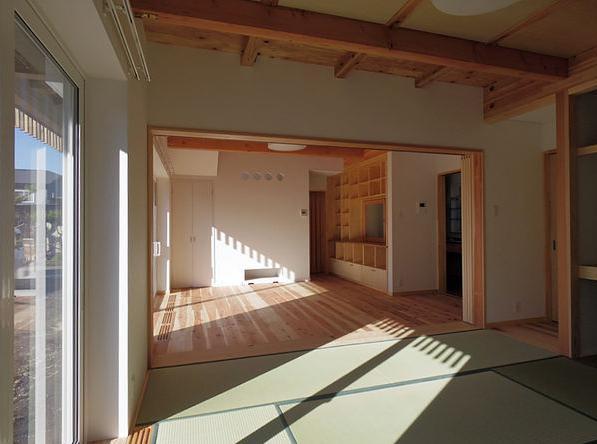 たつみの家の部屋 和室から居間を見る