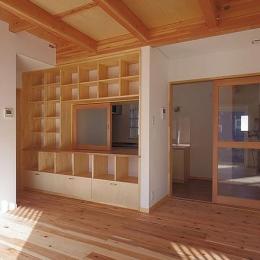 たつみの家 (居間収納壁)
