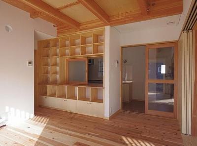 居間収納壁 (たつみの家)