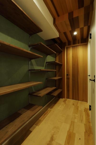 廊下壁面収納 (無垢材の温もりを感じる暮らし。)