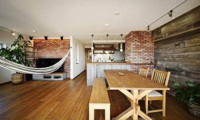 遊び心のある大人のシャビーな空間 (対面キッチン)