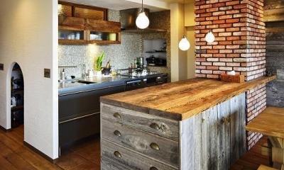 遊び心のある大人のシャビーな空間 (造作キッチンカウンター)