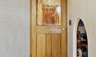 遊び心のある大人のシャビーな空間 (ドア パントリー)