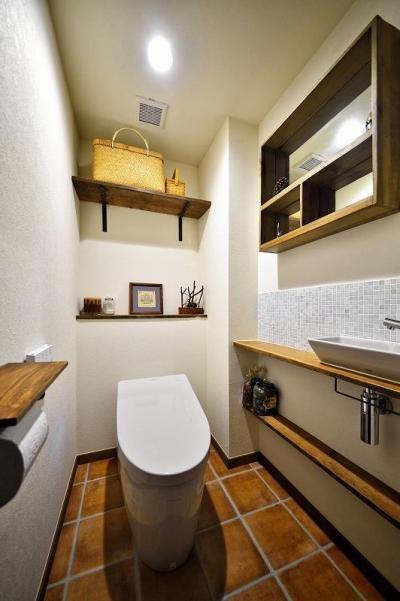 トイレ (遊び心のある大人のシャビーな空間)