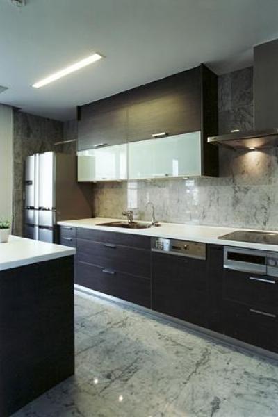 上足洗の家 (広々としたキッチン)