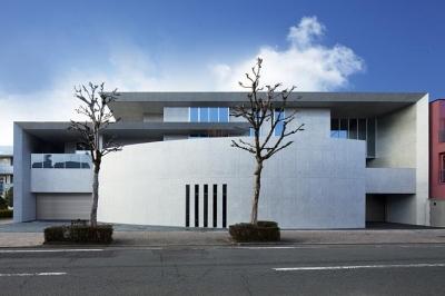 T-house (美術館のような非日常的な住宅)