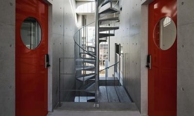 T-house (外にある螺旋階段)