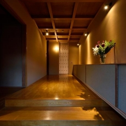 UH-tei (上がり框のある玄関)