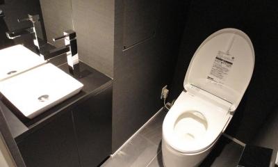 スタイリッシュなブラックモダン (トイレ)