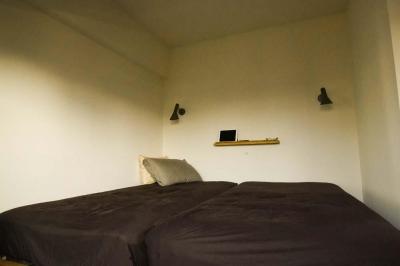 最小限のスペースで最大限のやりたいことを実現!2人の1LDK (シンプルな寝室)