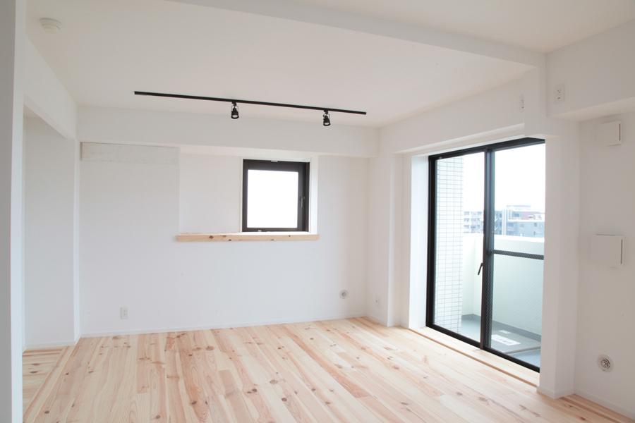 オーシャンビューも楽しめるリゾートのような空間 (16畳の広さを確保したLDK)