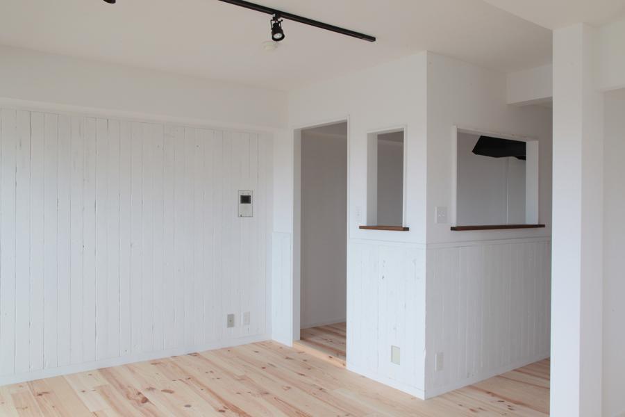 オーシャンビューも楽しめるリゾートのような空間の写真 リビングと繋がりのあるキッチン