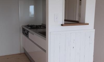 オーシャンビューも楽しめるリゾートのような空間 (家族とのコミュニケーションがとりやすいキッチン)