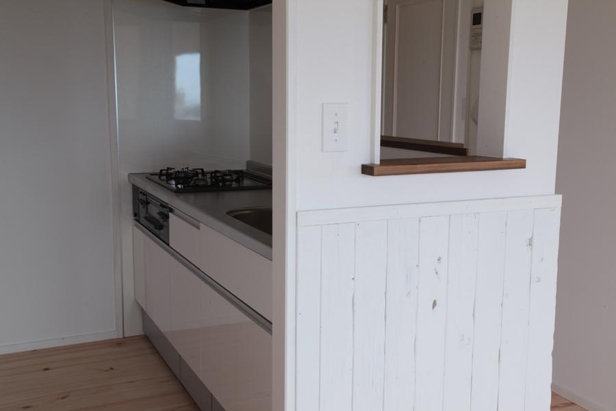 オーシャンビューも楽しめるリゾートのような空間の写真 家族とのコミュニケーションがとりやすいキッチン