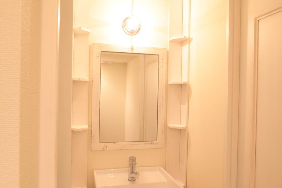 オーシャンビューも楽しめるリゾートのような空間 (シンプルな洗面台)