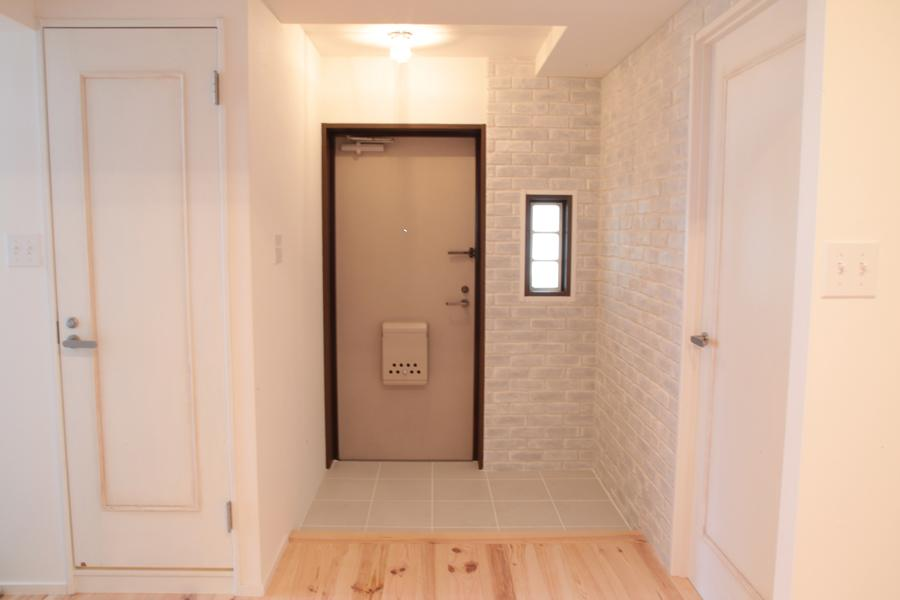 オーシャンビューも楽しめるリゾートのような空間の写真 コンパクトな玄関