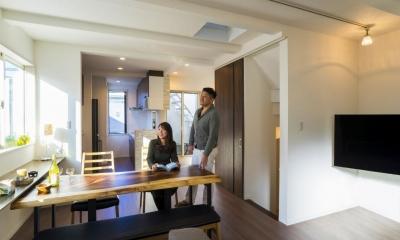 「さりげないリゾート感」のある白壁とオレンジ屋根の住まい