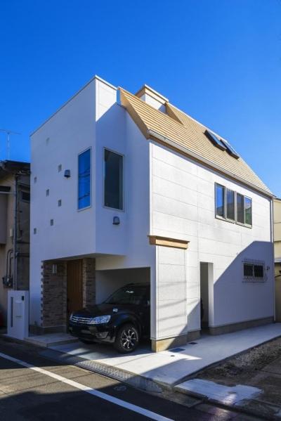 外観 (「さりげないリゾート感」のある白壁とオレンジ屋根の住まい)