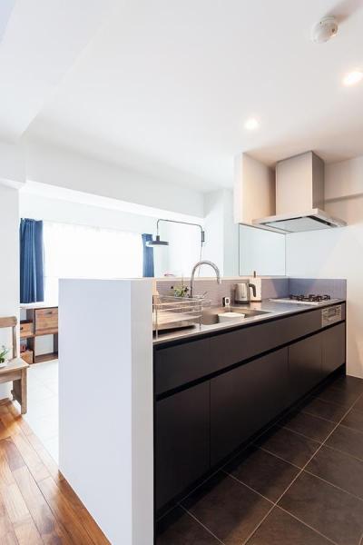 キッチン (O邸-「リビング隣の個室、どう使うか問題」について考える)