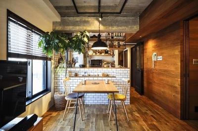 ダイニング・キッチン (木、アイアン、打ちっぱなし。素材感が映えるヴィンテージ空間)