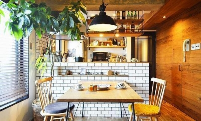 キッチン|木、アイアン、打ちっぱなし。素材感が映えるヴィンテージ空間