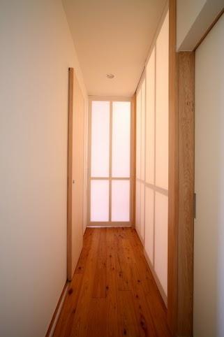 引戸でつながる 部屋が広がる (ぬくもりを感じる廊下部分)