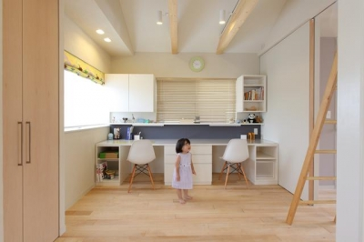 こどもの成長とともに部屋をそれぞれ独立させられる空間 (小さな吹抜けで つながる安心)