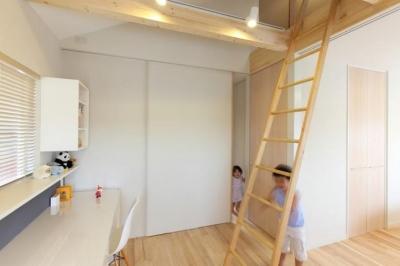 カスタマイズ可能な子供部屋 (小さな吹抜けで つながる安心)