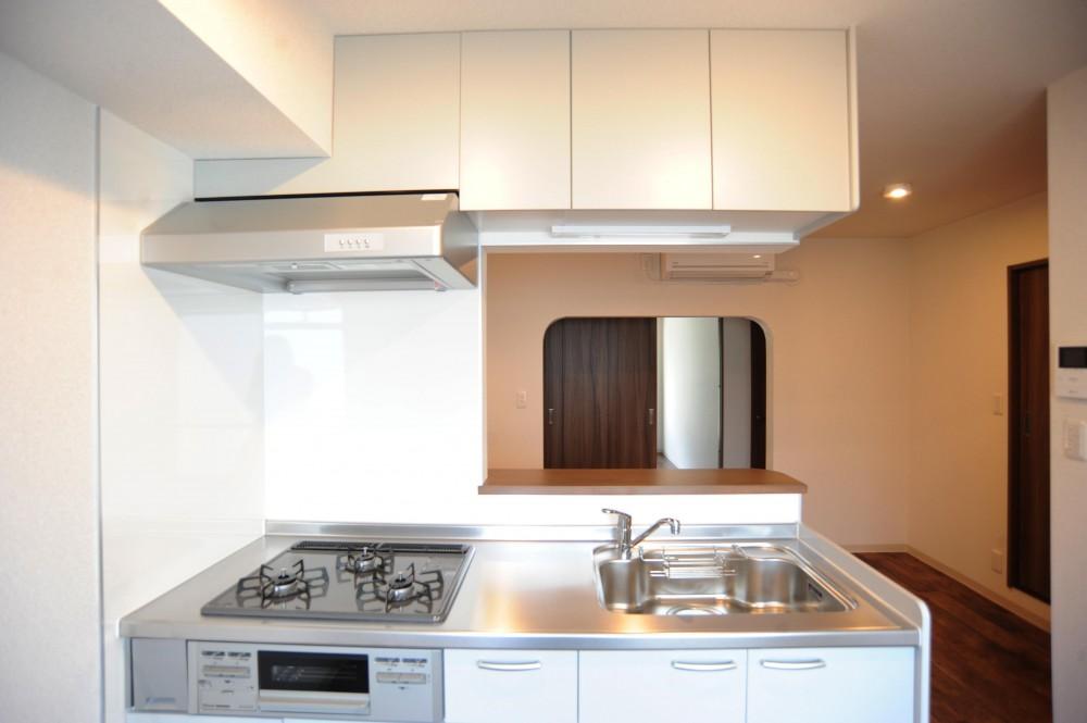 南仏のヴィラをイメージした都会の隠れ家 (キッチン)