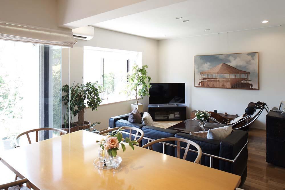 夫の母が長年住んだ低層マンションを 夫婦ふたりが暮らしやすい家に (全体を眺める)