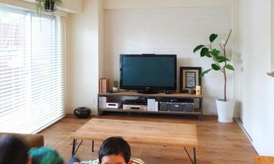 TRUCK FURNITUREの家具と緑に囲まれたリビング|集い、笑い、憩う。ここが我が家のベースキャンプ