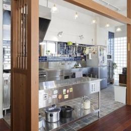 存在感のある業務用のステンレスキッチン