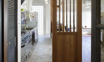 木製の間仕切り|こだわりの素材使いで、時間とともに味わいが増す家
