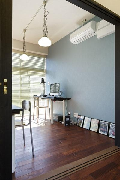 シンプルな書斎 (こだわりの素材使いで、時間とともに味わいが増す家)