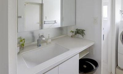 コンパクト清潔感のある洗面スペース|理想の住環境でこだわりの大人空間に住まう
