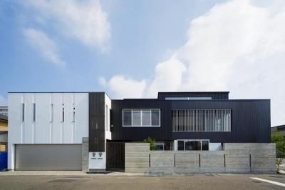 外観 (VERTICAL HOUSE (縦格子の家))