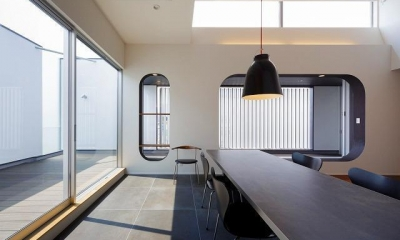 VERTICAL HOUSE (縦格子の家) (開放感あるダイニングキッチン)